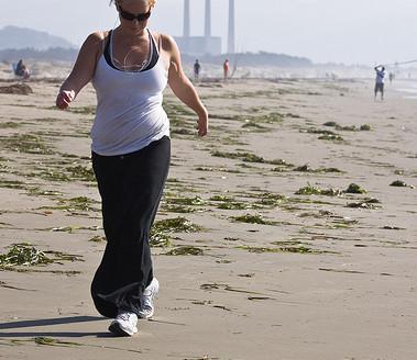 Caminar todos los días ayuda a perder peso