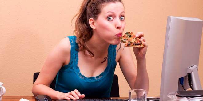 Cómo evitar comer de más por culpa del estrés
